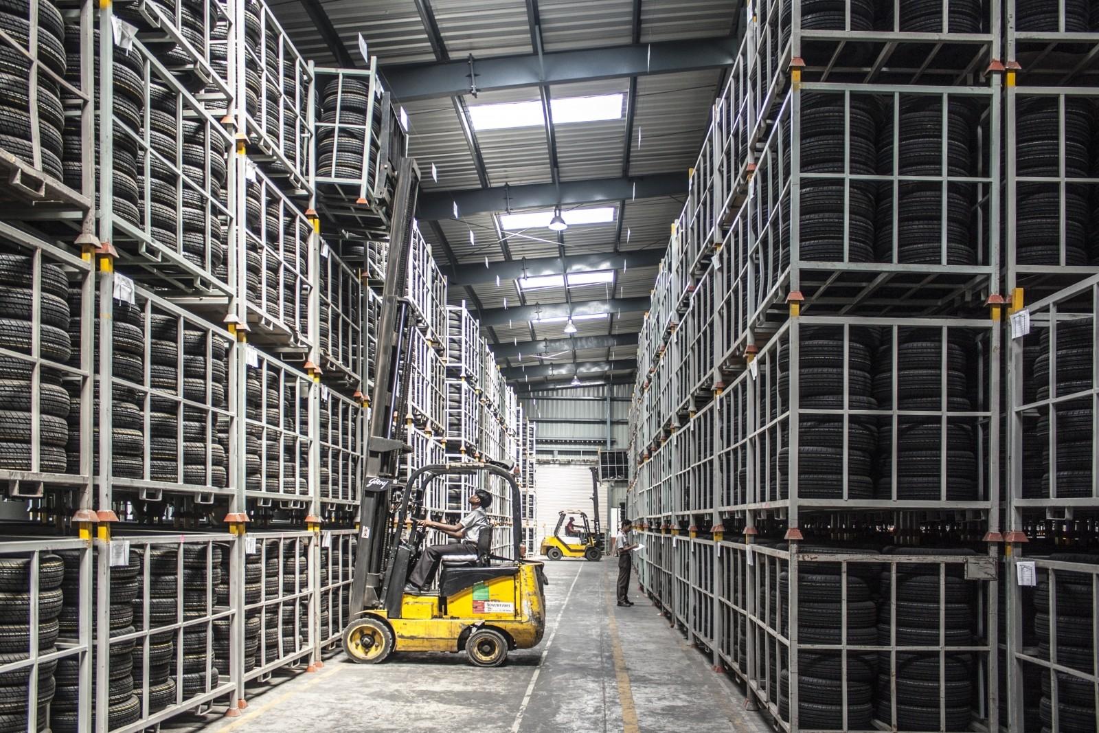 forklift-warehouse-machine-worker-industry-pallet (1)
