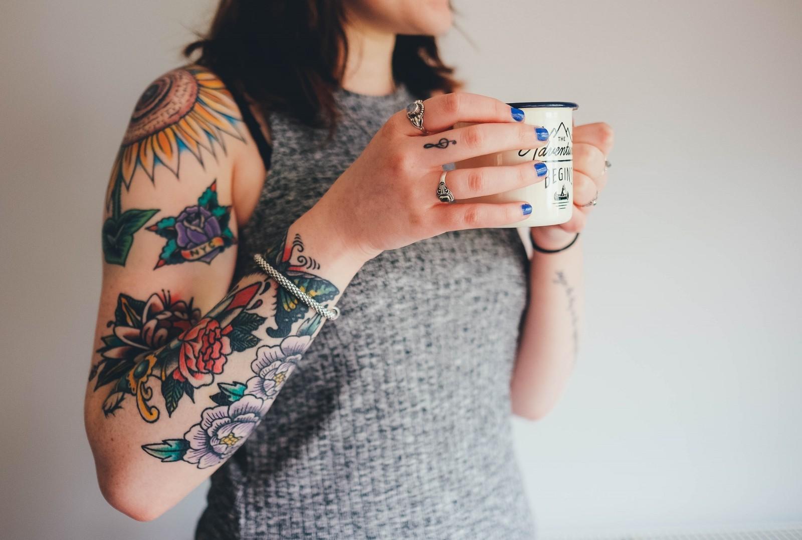 teenage-girl-tattoos-woman-girl
